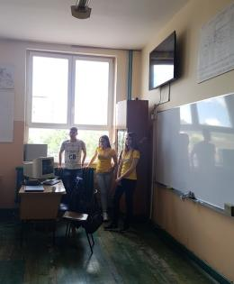 Our students presenting the campaign in elementary schools