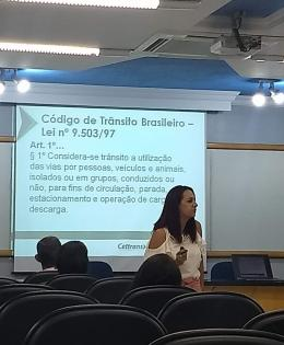 was a lecture with the parents of the students in which Cetrans presented data on the accident rates in Cascavel as well as small attitudes that can change this scenario.