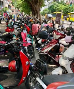 disordered parking e-motorcycles